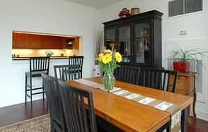 9 Charles dining room